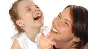 risa madre e hija